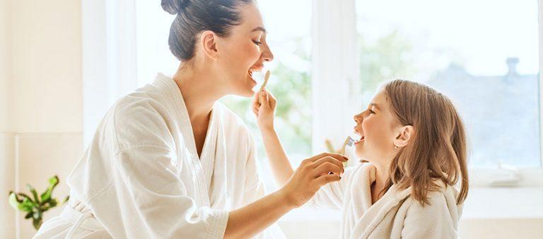 Escova de bambu: higienize os dentes com consciência